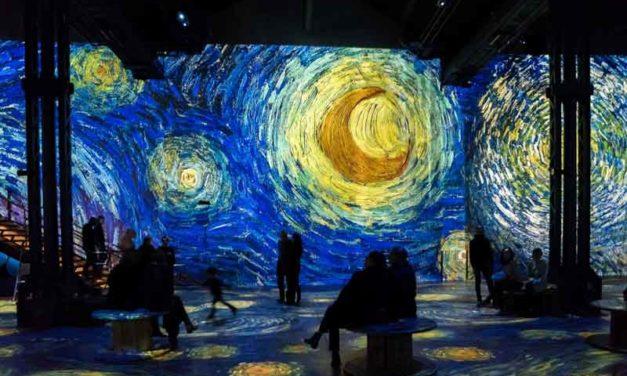 Exposition Van Gogh: Immersion numérique dans les tableaux du Maître à l'Atelier des Lumières (Paris).